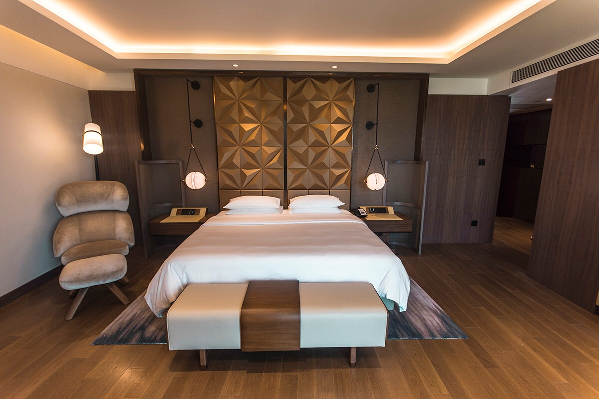 presidential suite bedroom at the grand hyatt kochi bolgatty