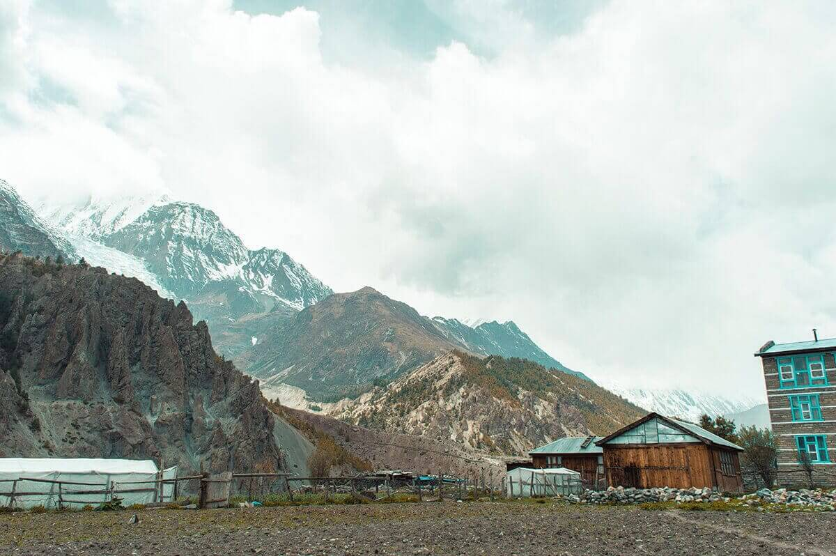 arriving in ngawal to manang on the annapurna circuit