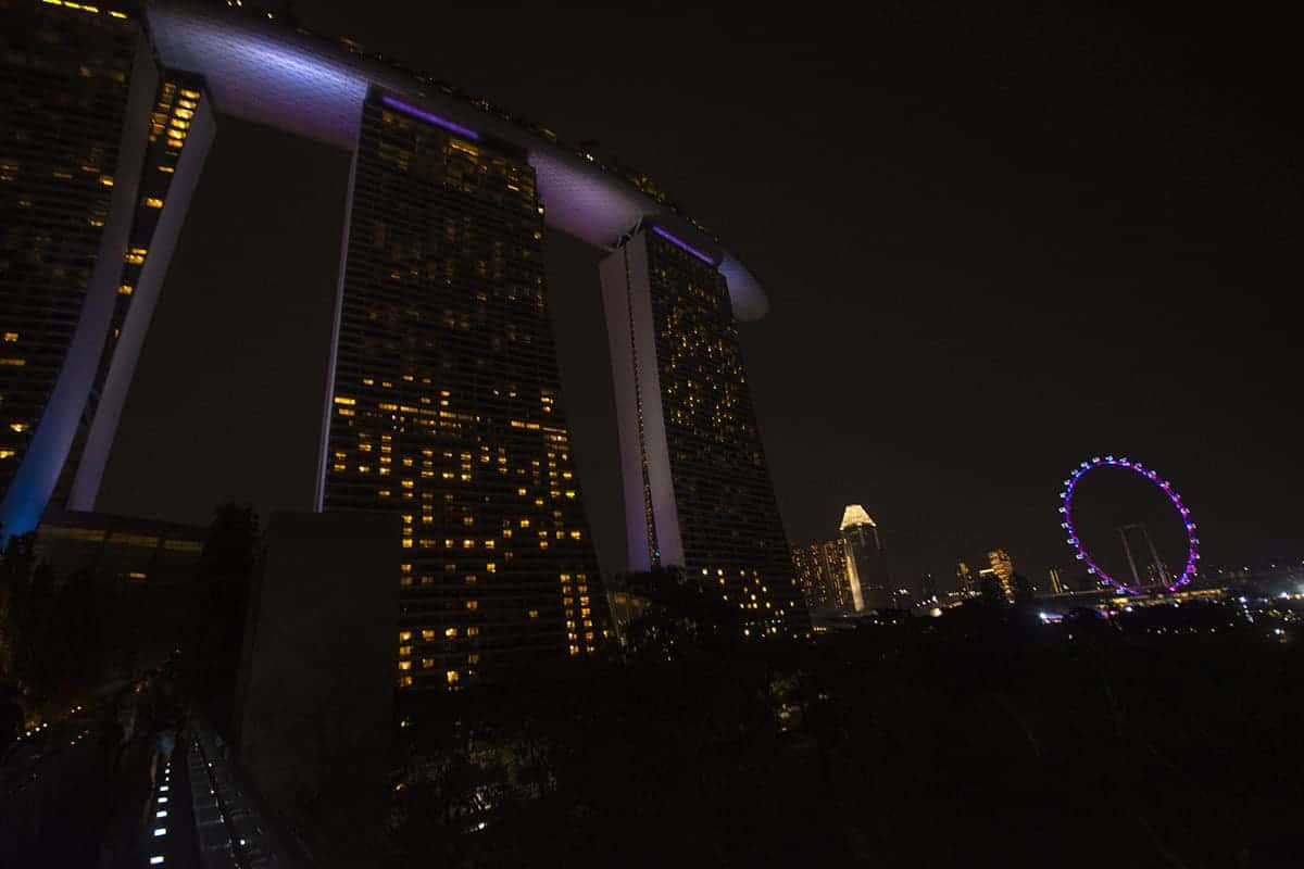 singapore at night marina bay sands and the singapore flyer